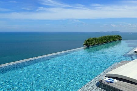 Private beach, stunning pool, tranquil Pattaya - Flat