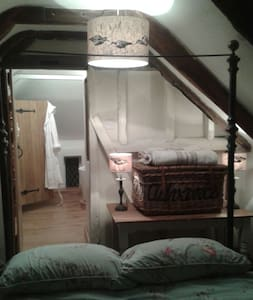 The Dilly, 18th C. Cottage - Bed & Breakfast