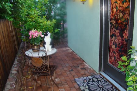 Private ~ Peaceful ~ Pet & Kid Friendly Casita - Guesthouse