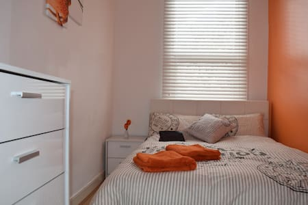 Front  Double Bed Room Walthamstow - Apartmen
