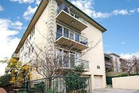 Cosy apartment in central location - Toorak
