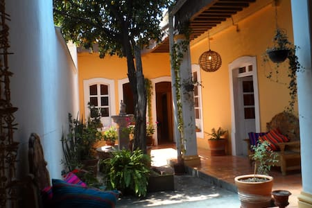 'La Casa de los Limones' is a fully furnished colonial house for 1-5 guests in the historical center of Morelia. It has a patio and garden with lemon trees. It's located in a safe and restaurant-rich area, less than 10 minutes from the cathedral.