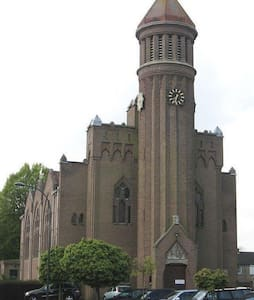 Church from early 1900 in Waalwijk - Waalwijk - Apartmen