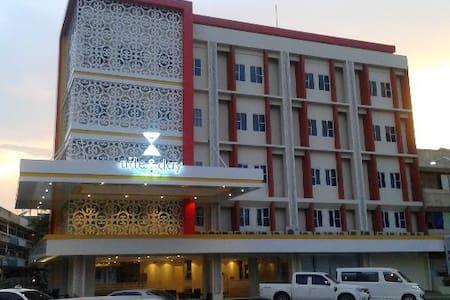 Nite & Day Hotel Batam - Bed & Breakfast