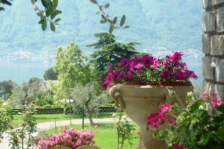 Lake View Apartment - Ossuccio Como - Appartamento