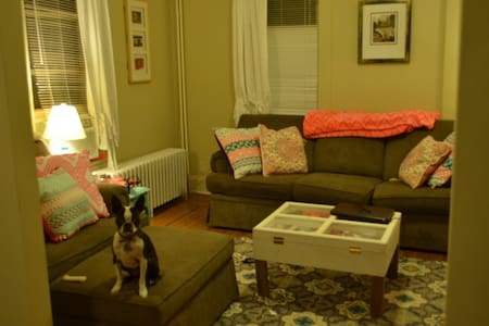 Relaxing 2 br - Walk to Wesleyan - Apartamento