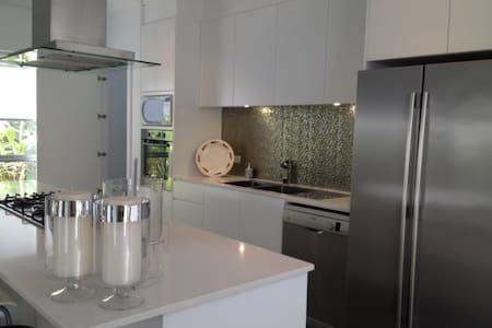 Modern Brand New 5BD house Near Beach - Chifley - Maison