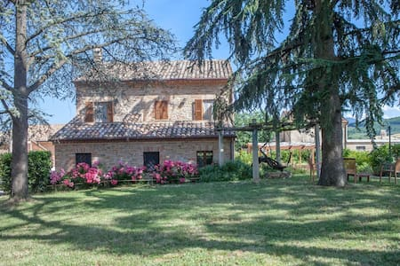 AGRITURISMO IMMERSO NEL VERDE - House