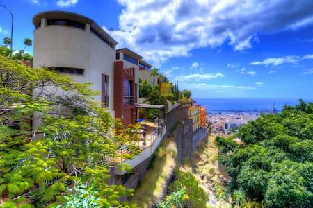 Stunning private villa on offer !!!