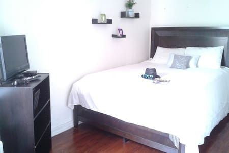 The Apartment is about a five minute walk from the Greenwood Subway Station  Private Room for two People (Women and Couples only)  Bathroom, kitchen and living room are able to use.   ...if you have any further questions, don't be afraid to ask.