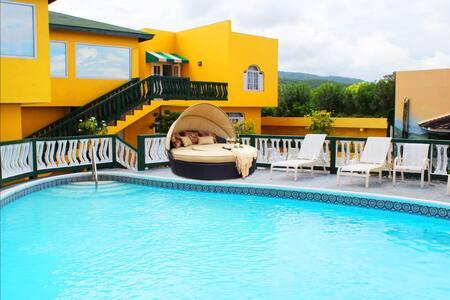 Ocean Front Mobay Villa 15 Minutes to Airport - Montego Bay - Villa