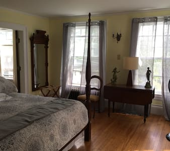 The Prouty House: Lakeview Suite - House
