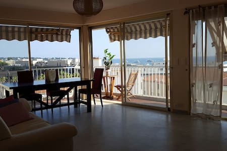 Grand appartement vue mer 6ème etag - Antibes