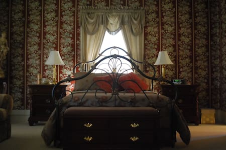 Commodore Suite - Bed & Breakfast