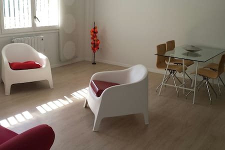 Cosy bright Apt. 7min CAMP NOU+WIFI - Appartement
