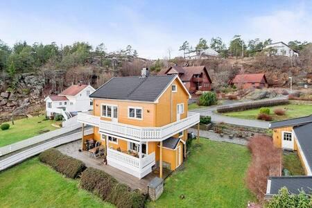 Familievennlig hus med stor hage og sjøutsikt - Tofte - Hus