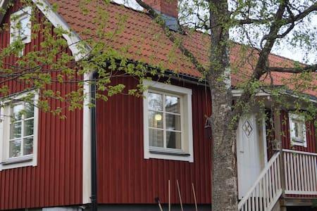 Röd Stuga i Norby - Cabin