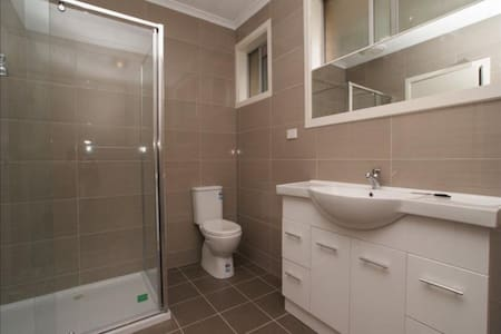 Double room with private bathroom! - Mount Waverley - House