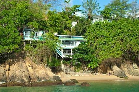 Blue Mango Cottages - Bed & Breakfast