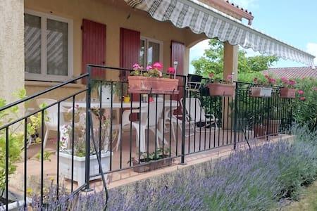 La maison au jardin fleurie - Redessan