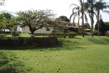 Casa de Campo em Condomínio Fechado - Kulübe