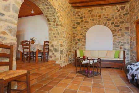 Greek House – Two-Bdrm House - Rumah