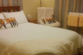 Picture of Cozy double room, stone's throw from Hamilton Lake