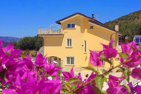 Bellissima Villa a due passi dal mare. - Castelnuovo Cilento