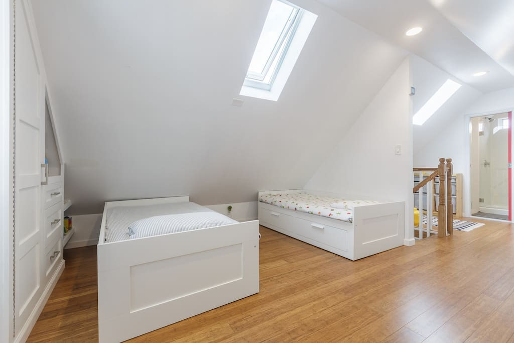 Private Home w/ Parking in Brooklyn
