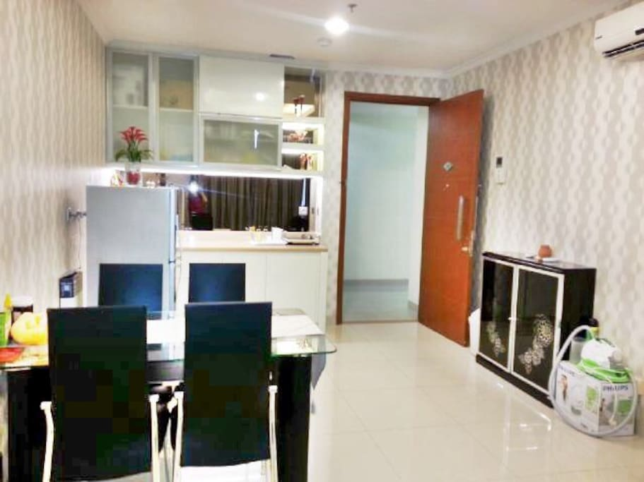 Equiped with kitchen and Dining Table