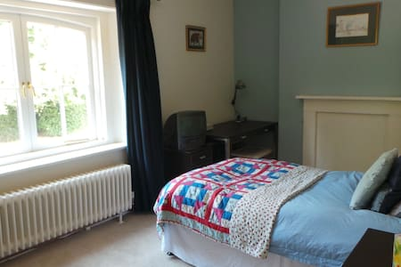 Country House in North Hampshire - Bed & Breakfast