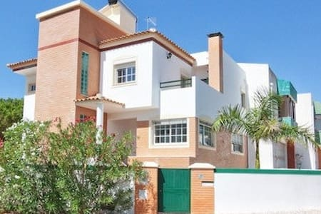 Vilamoura Beach Mansion - HEATED POOL - UP TO 8 - Casa