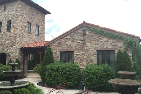 Tuscan Villa with Private Courtyard in Briarbrook - Carl Junction