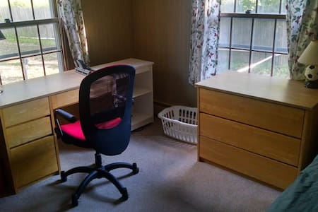 Quiet Cozy Furnished Room Downstairs - Auburn - Ev