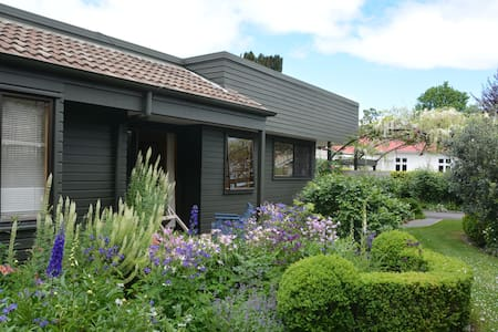 apartment with beautiful garden on York street. - Hastings - Wohnung