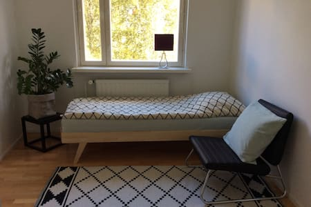 Guest room in the charming Karjasilta area in Oulu - Apartmen