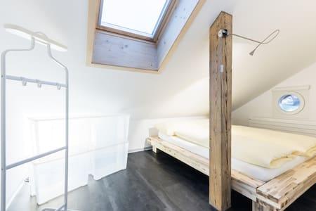 Ferienwohnung mit Denkmalschutz - Hilterfingen - Kondominium