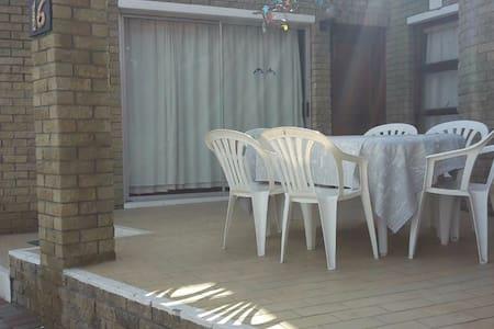 Hoekhuis Strandfontein (Corner House) - Appartamento