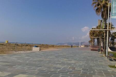 Cozy room for upto 2, Castelldefels - Castelldefels - Apartment