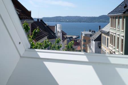 Cozy room w/balcony,5 min from city centre. Room C - Apartamento