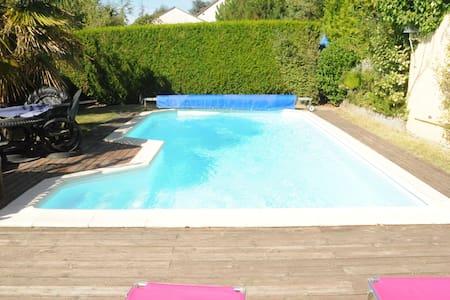 belle maison art déco avec piscine - Truyes - Casa