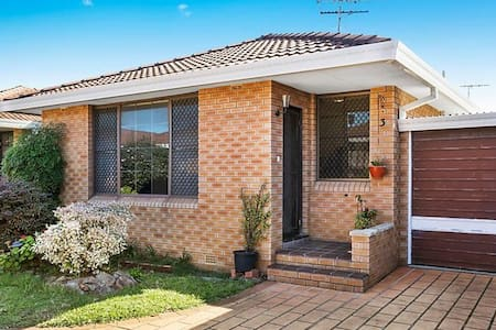 Comfy Room in Sydney Eastern Suburb - Eastlakes - Villa