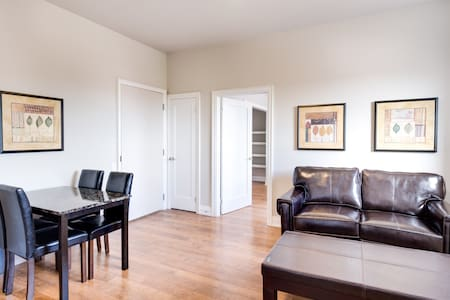 Executive style one bedroom with onsite parking - Apartment
