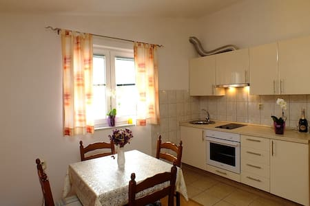 Apartment for family with sea view - Krvavica - Wohnung