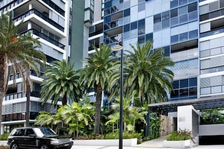 Inner city apartment + wifi & gym & pool - Camperdown - Apartment