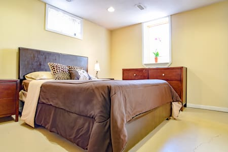 Private, Clean & Quiet in South KC - Casa