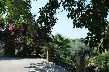 La Piana. The authentic Sicily - Huvila