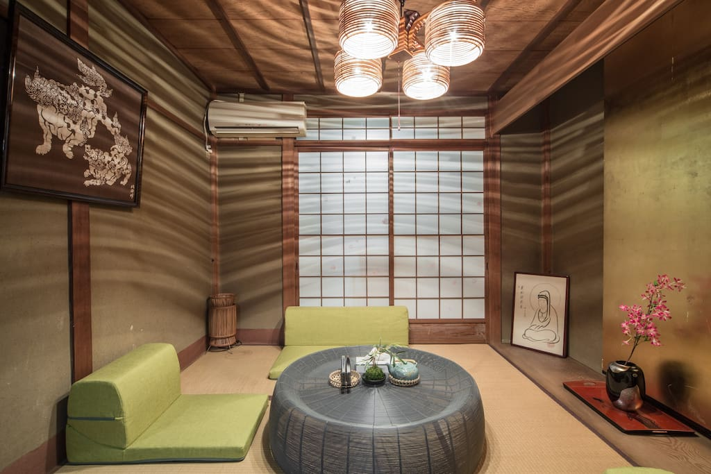It is a gentle light is full of Japanese-style room . (1F)