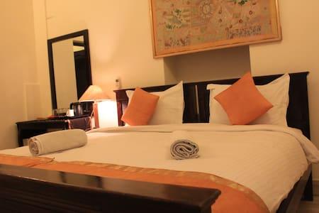 """The Kesariya Room"" in Jaisalmer Fort! - 贾沙梅尔"