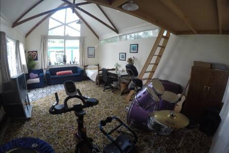 Large 27sqm Studio. Handy to City - Palmerston North - Haus
